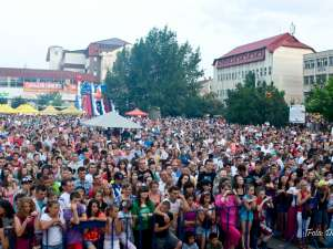 Piaţa centrală din municipiul Rădăuţi a fost, sâmbătă seară, neîncăpătoare pentru miile de participanţi la de Zilele Municipiului Rădăuţi 2012