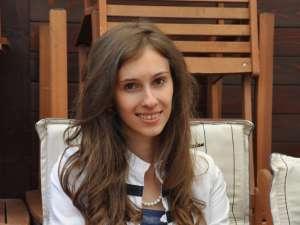 """Clara Căşuneanu este absolventă a Colegiului Naţional """"Petru Rareş"""""""