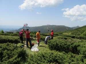 Salvamontiştii au refăcut marcajele vechi sau vandalizate de turiştii teribilişti