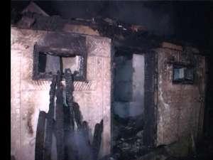 Incendiu de mari proporţii, care a afectat trei proprietari, la Salcea