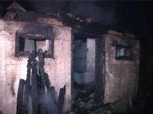 Un incendiu foarte puternic a izbucnit joi noapte la Salcea