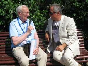 Radu Bercea şi Sandro Poggiali, preşedintele juriului secţiunii Caricatură