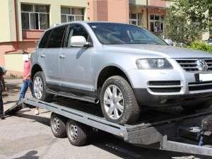 Maşina italianului, luată din curtea IPJ Suceava
