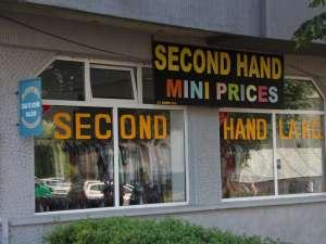 Hainele second hand se vând în spaţii impresionante