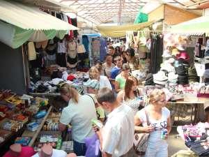 Înghesuială pe aleile Bazarului