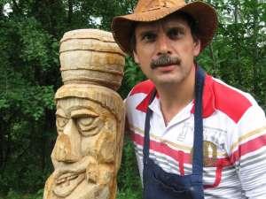 Costel Iftinchi: Folosesc lemnul pentru a transmite ceea ce simt