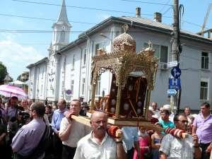 Raclele cu Sfintele Moaşte ale Sfântului Andrei Criteanul de la Mitilini şi ale Sfinţilor Epictet şi Astion, purtate pe străzile Fălticeniului