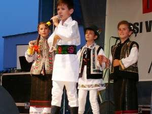"""Eusebiu Gafiţa, unul dintre cei care au evoluat sub genericul """"Tineri solişti de muzică populară din Fălticeni"""""""