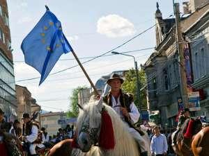 Steagul Uniunii Europene a fost din nou fluturat de călăreţii bucovineni