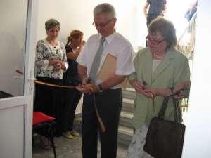 Dumitru Paşniciuc şi Margareta Isăilă la tăierea panglicii inaugurale   Inaugurare centre sociale Gura Humorului