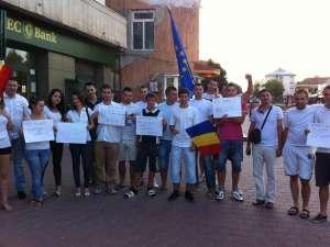 Mai mulți tineri democrat-liberali și simpatizanți au mărșăluit ieri, în liniște, pe străzile municipiului Suceava
