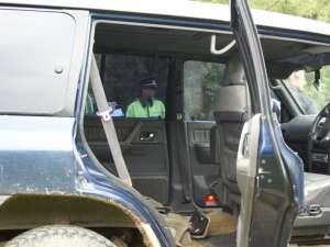 Maşinile sunt modificate în interior, având un singur scaun