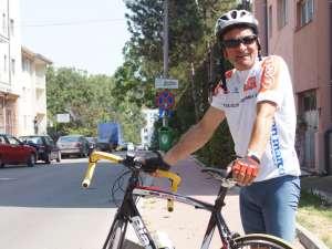 Ioan Drăgoiu: Niciodată nu am făcut un calcul cât merg cu bicicleta într-o zi, dar de dimineaţă când mă scol mă urc pe bicicletă