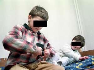 În cazul mai multor copii din judeţ s-a instituit plasamentul în regim de urgenţă