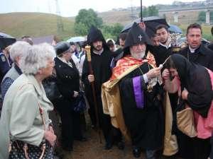 Soborul de clerici armeni, în frunte cu Sanctitatea Sa Karekin al II-lea, i-a binecuvântat pe credincioşi