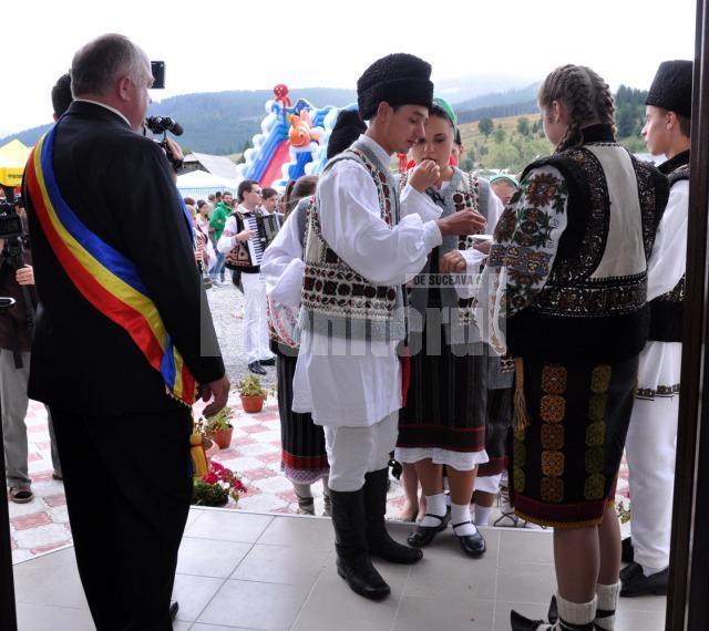 Pe platoul pensiunii Melios a avut loc primirea hrămarilor la Ciocăneşti