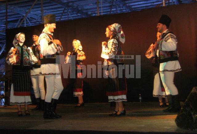 Dansatorii de la Dorna Dorului