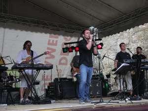 """Trupa clujeană Speak Floyd, la Festivalul internaţional """"Bucovina Rock Castle"""""""