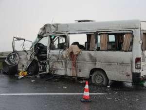 Accident teribil la Stroieşti: un mort şi 16 răniţi