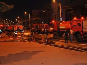 10 autospeciale de pompieri de la Suceava, Fălticeni, Rădăuţi şi Solca au intervenit la faţa locului. Foto: Alex Sofian