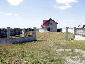 Două porţi mari şi una mică, de aproape 700 de kilograme, au dispărut în noapte de la intrarea în curtea casei primarului Dănuţ Gavriliuc, din Vereşti