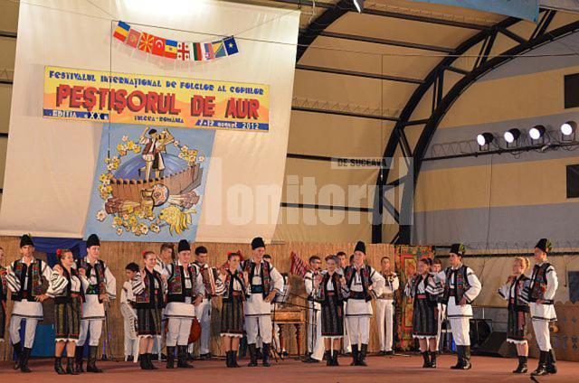 """Bucovina a fost reprezentată de Ansamblul Folcloric """"Plaiurile Dornelor"""", de la Clubul Copiilor Vatra Dornei"""