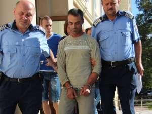 Tatăl copiilor, Afinel Lupăescu, în vârstă de 33 de ani, a fost arestat pentru cel puţin 29 de zile