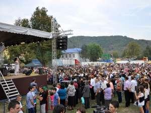 """""""Zilele Pătrăuţiului"""" au debutat ieri cu un concert extraordinar susţinut de îndrăgita interpretă de muzică populară Irina Loghin"""