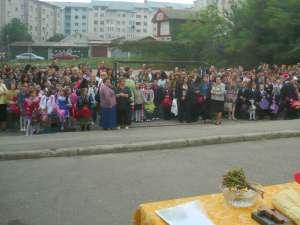 """Deschidere de an şcolar, la Şcoala Nr. 2 """"Ion Irimescu"""" din Fălticeni"""