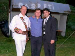 Interpreţii Mihai Papariga şi Călin Brăteanu, alături de primarul Dorin Rusu