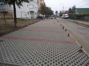 De aproape o săptămână au demarat lucrările de amenajare la prima parcare ecologică, pe strada Ana Ipătescu