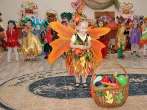 """Grădiniţa """"Prichindel"""" a organizat ieri a VII-a ediţie a Carnavalului toamnei"""