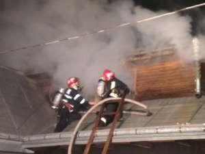 Un puternic incendiu a izbucnit joi seară la o spălătorie auto din municipiu Suceava, de pe strada Mircea Şeptilici