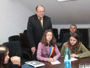 Vasile Andriciuc a ascultat propunerile copiilor pentru dezvoltarea comunei Şcheia