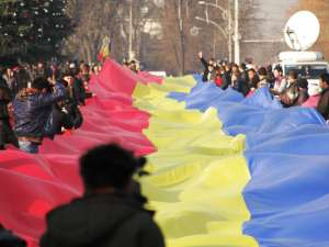 Cel mai lung steag tricolor românesc din istorie a fost desfășurat sâmbătă la Chișinău