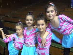 O parte din micile gimnaste de la Şcoala Gimnazială Nr. 3