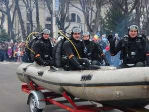 Echipajul de scafandri de la ISU, la parada de Ziua Naţională a României