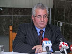 """Ion Lungu: """"Fac un apel către candidaţi să-şi strângă afişele şi bannerele până la finele săptămânii"""""""