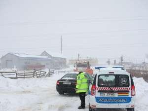 Poliţiştii recomandă şoferilor să nu pornească la drum dacă nu este absolut necesar