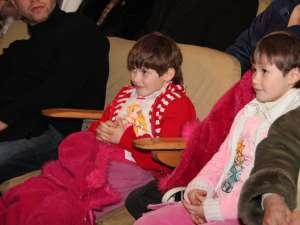 Ana-Maria şi Cătălina Nedelcu, beneficiarele spectacolului caritabil