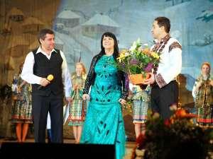 Prezentatorul de la Etno TV, Gheorg, alături de Carmen Şerban şi Alexandru Recolciuc