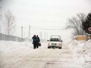 Cod galben de intensificări ale vântului şi ninsori în mai multe judeţe din ţară