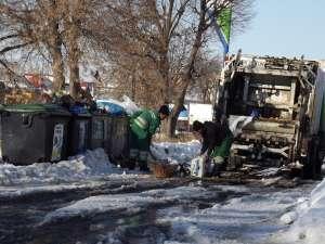 Buncărele de gunoi nu au mai făcut faţă cantităţilor foarte mari produse în perioada Crăciunului