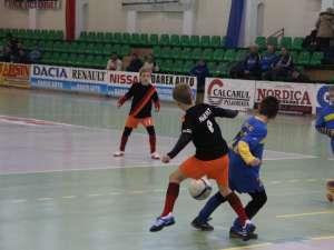 Cea de-a șasea ediție a Cupei Moș Crăciun la fotbal pentru copii a strâns la Suceava nu mai puțin de 500 de copii, care au reprezentat 30 de cluburi din țară și din Republica Moldova
