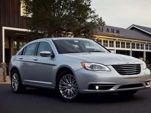 Chrysler lucrează la un sedan cu motor hibrid
