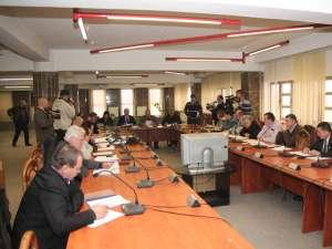 Aleşii locali au decis amânarea luării unei decizii privind majorarea taxelor şi impozitelor pe 2013