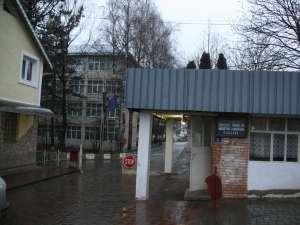 Pe 26 iulie 2006, poliţia era sesizată că la Colegiul Tehnic de Industrie Alimentară Suceava există elevi care, deşi erau plecaţi în străinătate, figurau prezenţi la ore şi cu note în cataloage