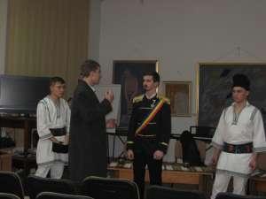 """Sceneta """"Din vremurile Unirii"""", interpretată de elevi de la Colegiul Mihai Eminescu  Public numeros la manifestarea organizată la Biblioteca Bucovinei"""
