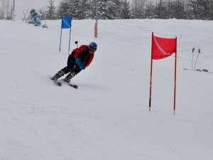 Participanţii la concursurile organizate de UPC duminică au şansa de a câştiga accesorii pentru schi şi multe alte premii