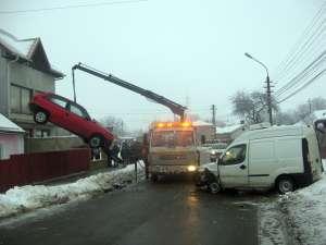 Accidentul de ieri dimineaţa de pe strada Gheorghe Doja